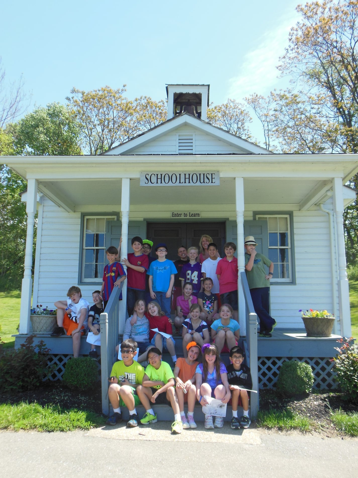 Amish schoolhouse with students